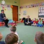 Radny czytał dzieciom