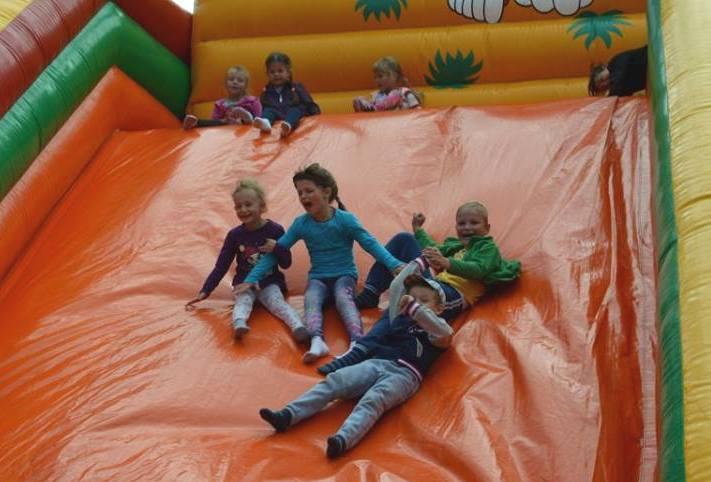 Atrakcją tego dnia dla dzieci były dmuchane zamki.