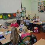 Przedszkolaki zwizytą wdrugiej klasie