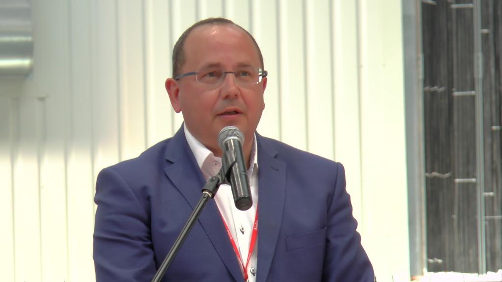 Pierwszy wiceprezes ds.operacyjnych - Marcin Bilik wczasie otawrcia