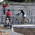 Nowy podjazd dla niepełnosprawnych przy kładce