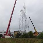 Na Górce weWronkach, mimo protestów, stanęła nowa wieża…