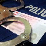 Dobroduszny złodziej wrękach policjantów