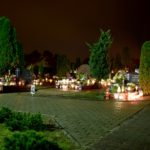 Wronieckie cmentarze nocą