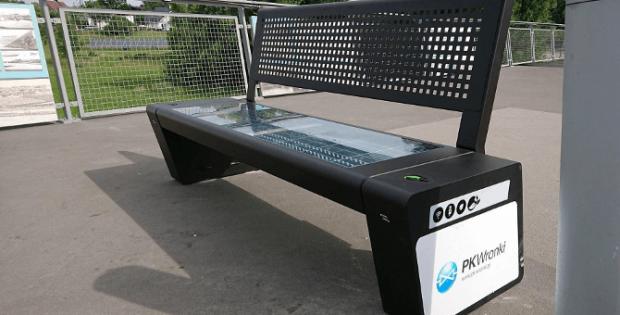 Ławka solarna na kładce / fot. PK-Wronki