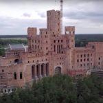 Jak wygląda budowany zamek wStobnicy odśrodka? [wideo]