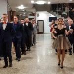 Uczniowie Zespołu Szkół Nr2 tanecznym krokiem poloneza [WIDEO]