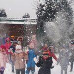 Przedszkolaki cieszą się zimą!